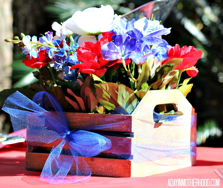 Make a red, white and blue centerpiece for your Bacon Wrapped Steak & Potatoes + A Texas Tablscape Brings TexFest Home