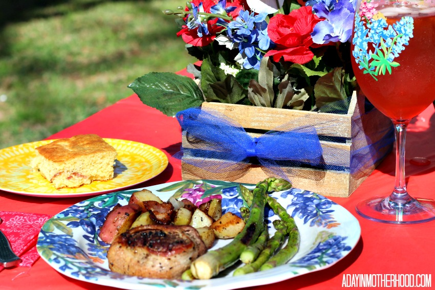 This Bacon Wrapped Steak & Potatoes + A Texas Tablscape Brings TexFest Home is fun and festive!