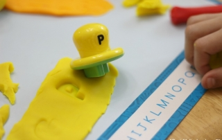 Let your kids learn with Play-Doh Shape and Learn