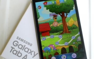 Download Snoopy Pop & Watch the Whole Family Play & win a tablet