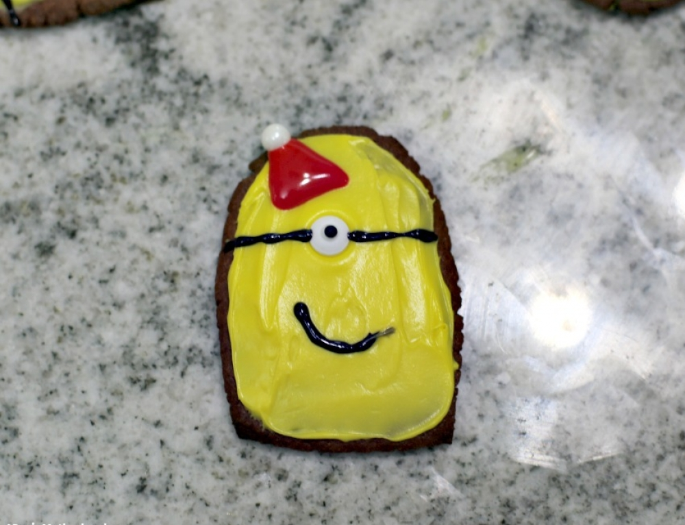 Easy Minion Gingerbread Cookies + WIN Despicable Me 3 on iPhone