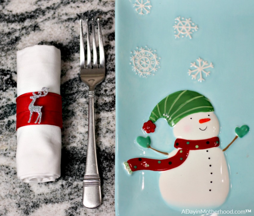 These DIY Holiday Napkin Rings are perfect for your holiday table