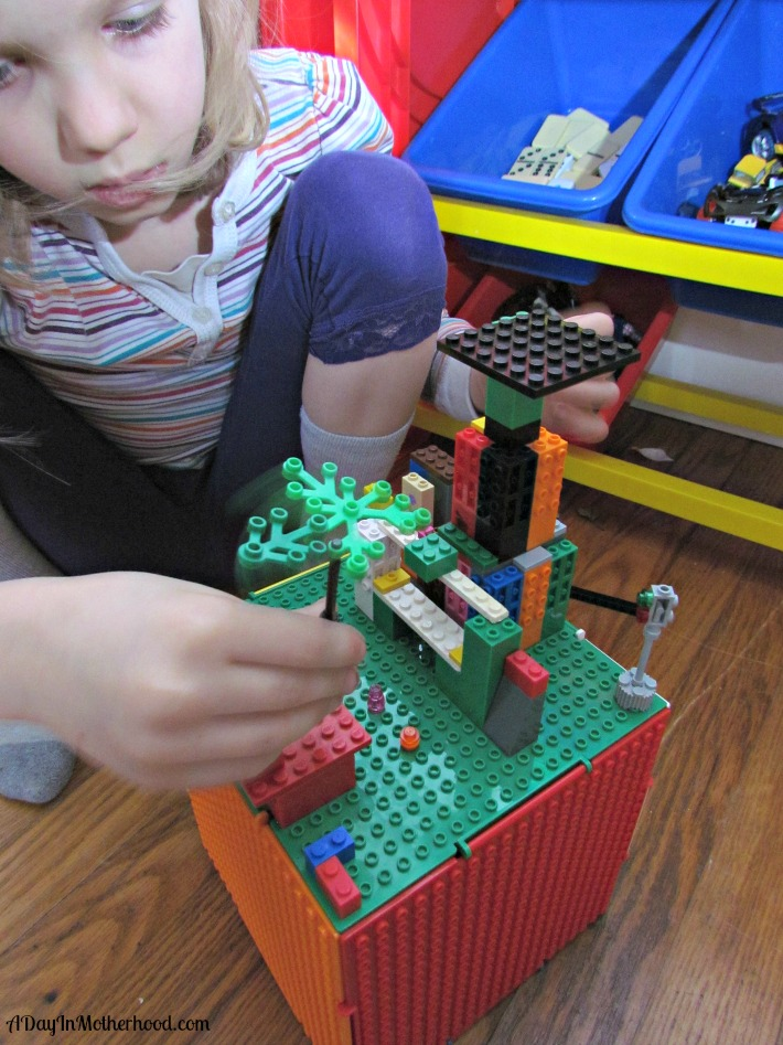 3D Play Set: The Cube and Creatorz. ad