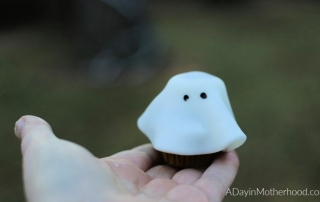 Goosebumps 2 Movie Night: Mini Ghost Cupcakes