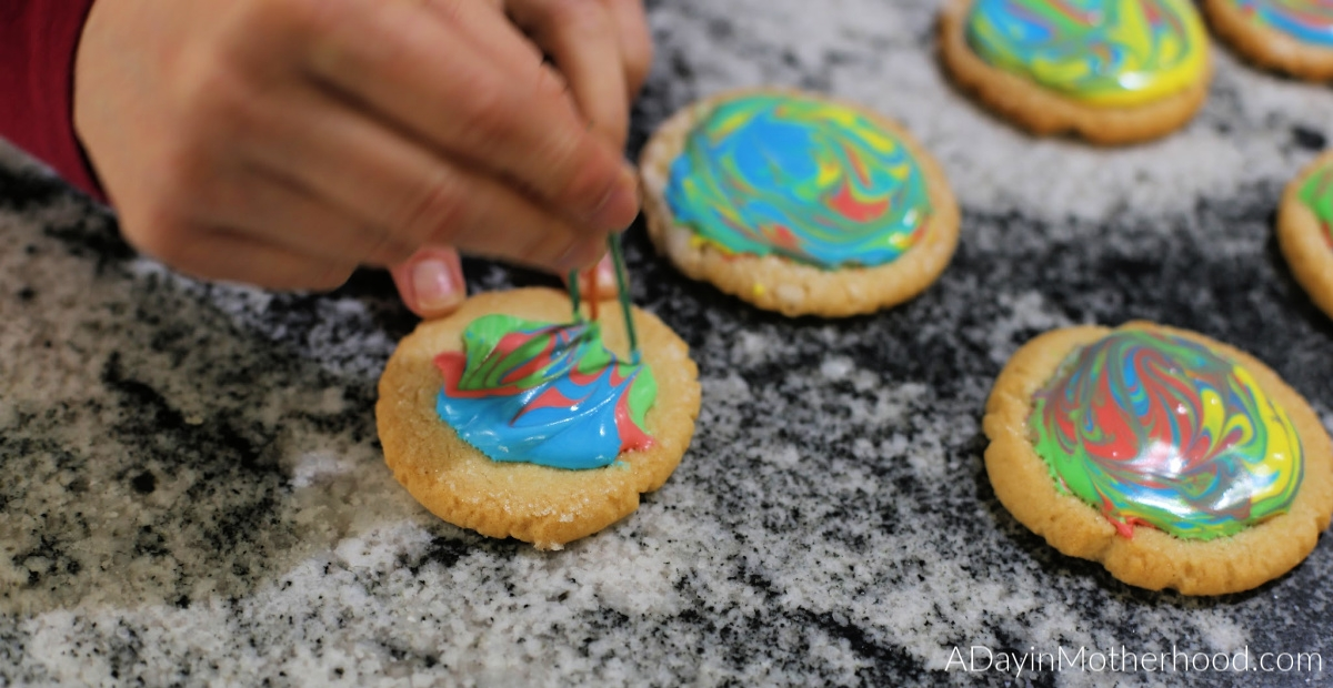 Goosebumps 2 Movie Night: Mini Ghost Cupcakes, Vortex Cookies - swirl