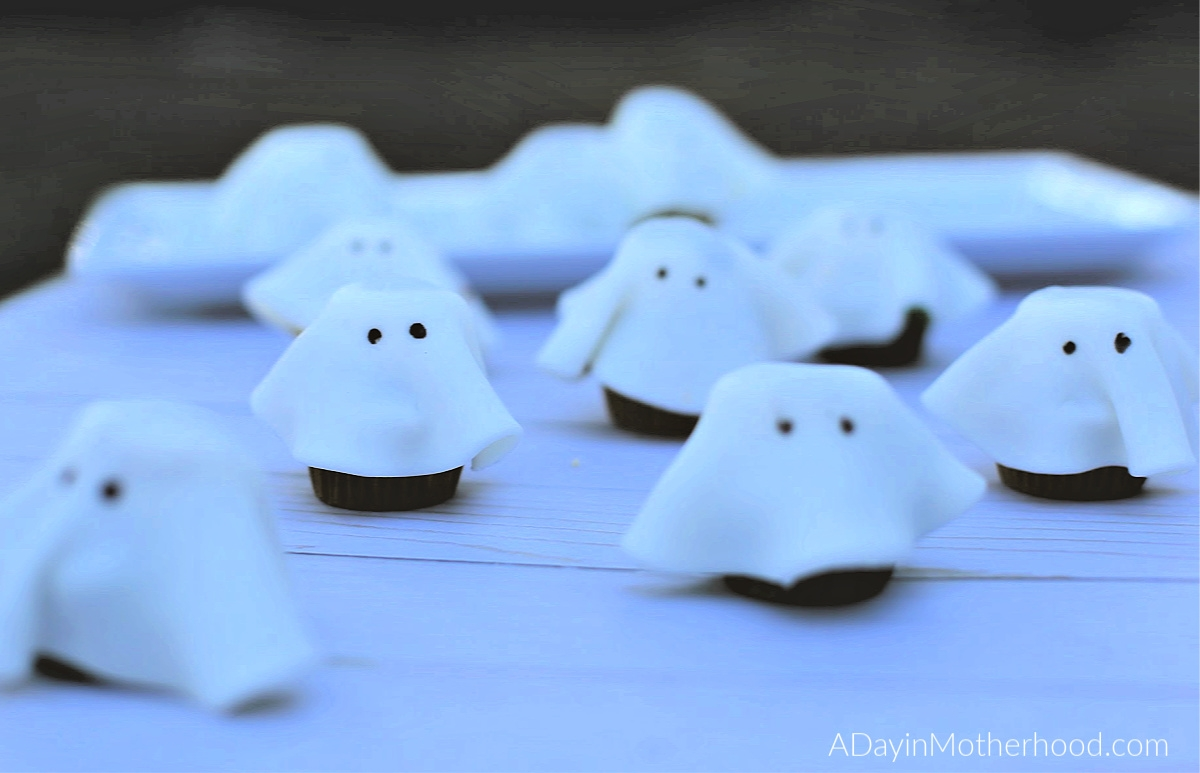 Goosebumps 2 Movie Night: Mini Ghost Cupcakes for fun