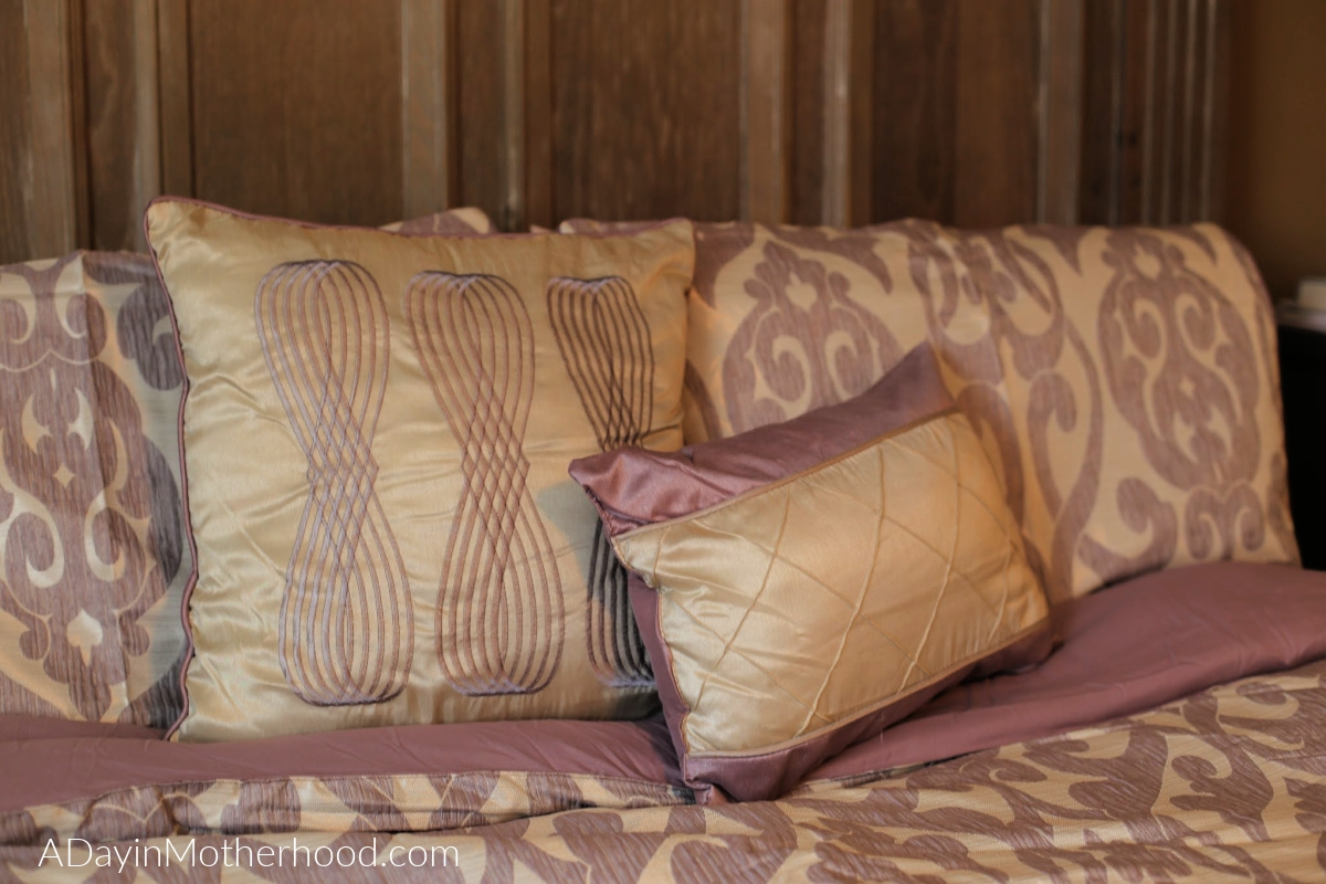 Affordable and Stylish Bedding is at Latest Bedding with pillows too