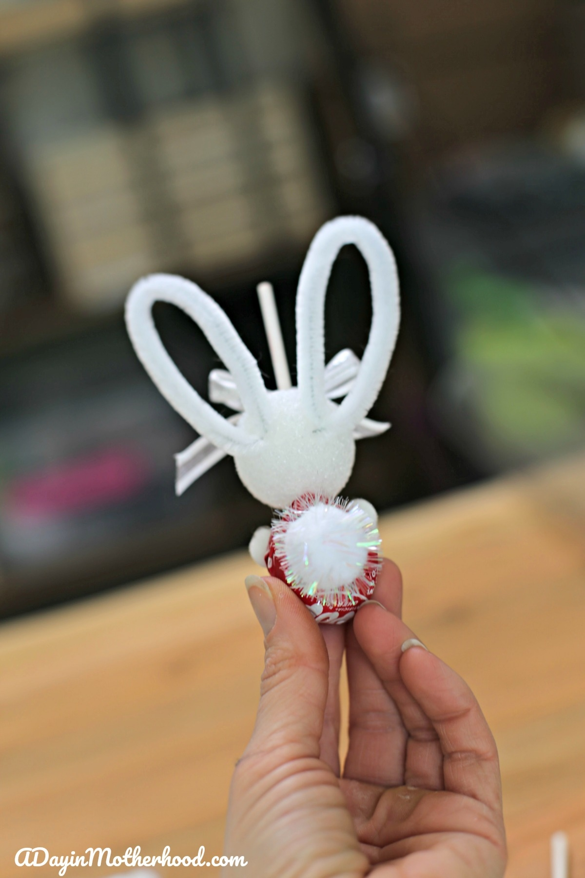How to Make a Bunny Lollipops - add the tail