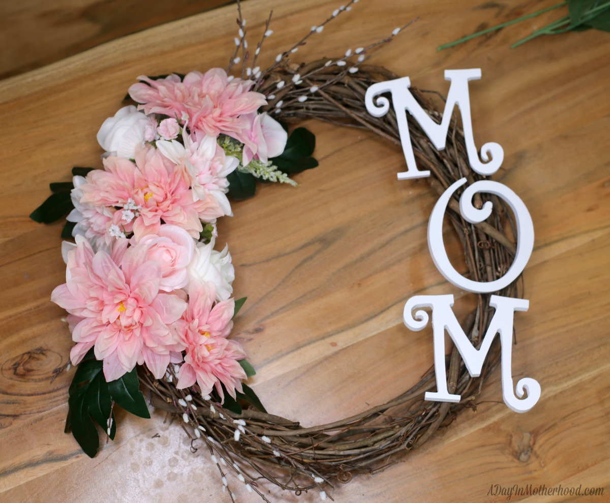 30 Minute Craft: DIY Wreath Mom